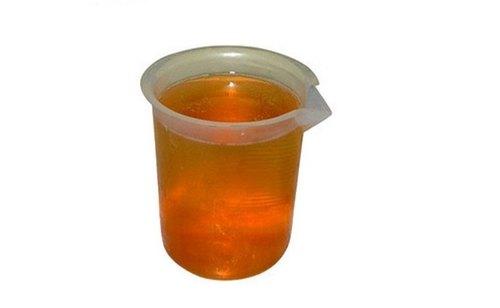 تفاعل الزيت مع حمض الكبريت لإنتاج مادة منظفة